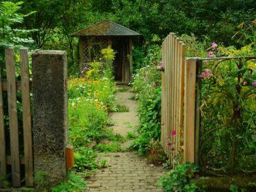 DIY: How To Make a Stable Garden Gate